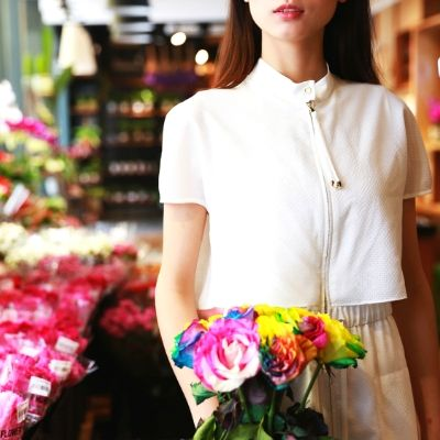 花を買いに来た女性