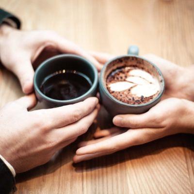 コーヒータイムの夫婦