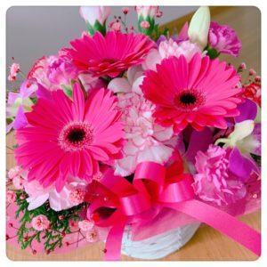 ピンクのガーベラのアレンジメント