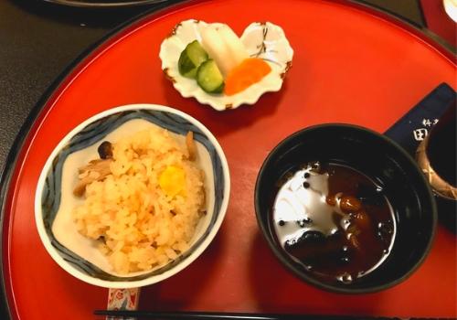 栗と占地の炊き込み御飯、赤出し味噌、三種盛り