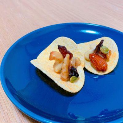 ナッツの蜂蜜漬け on ポテトチップス