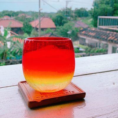 琉球ガラスと竹富島の街並み