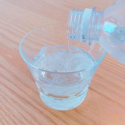 フルーツ酢と炭酸水を割る
