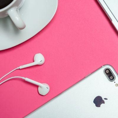iPhoneとPCとコーヒー