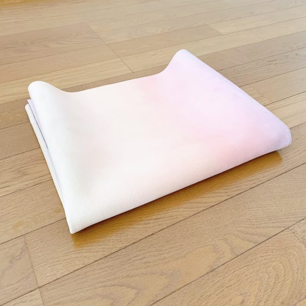 トラベルヨガマットの畳み方③「もっとたたむ」